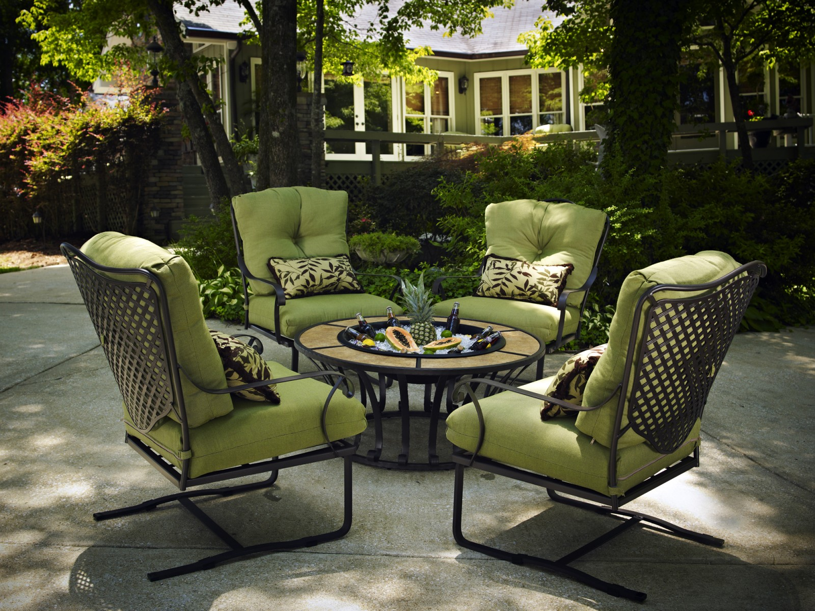 How to protect patio furniture how to store outdoor for Iron furniture